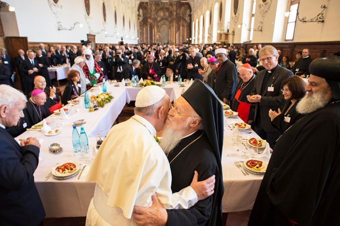 In Assisi, Pope Francis slams 'paganism of indifference'