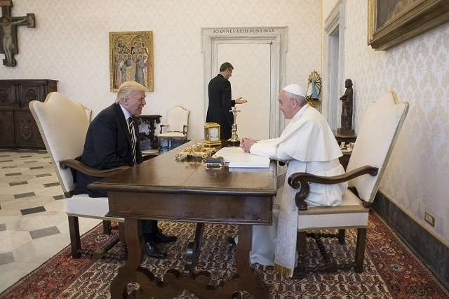 Pope Francis, Trump hold landmark first meeting (Updated)